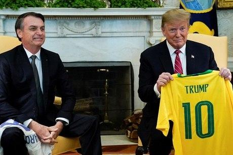 Presidentes trocaram camisas de seleções de futebol