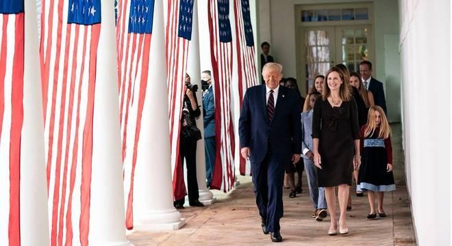 O presidente Donald Trump anunciou a nomeação da juíza Amy Coney Barrett para a Suprema Corte em cerimônia na Casa Branca no último sábado