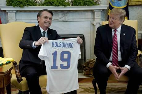 Bolsonaro e Trump trocaram camisas durante reunião