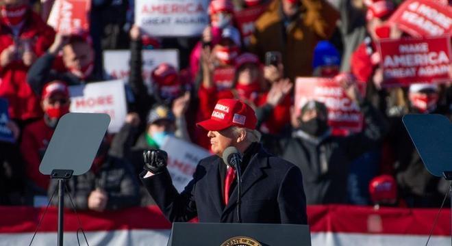 Trump faz comício na Pensilvânia na véspera da eleição