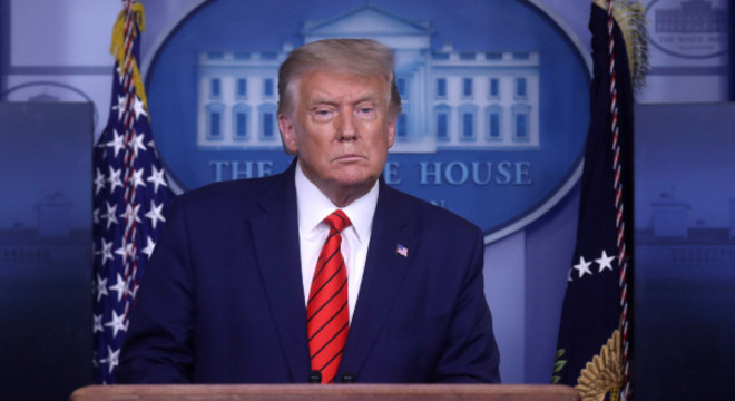 A Ordem Executiva que prolonga estado de emergência foi assinada por Trump