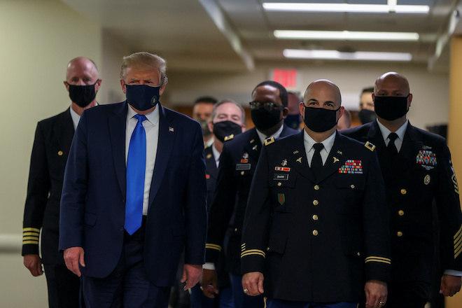 Trump usou máscara durante visita a veteranos de guerra em tratamento