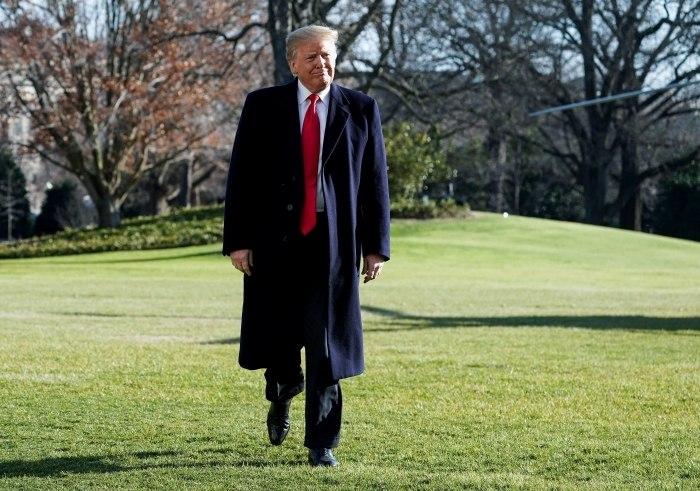 EUA: Trump visita fronteira com México para defender muro