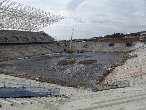 Tudo começou em novembro de 2012, quando a Arena ainda estava em construção. A primeira possível interessada foi a Brahma,porém novos nomes foram surgindo nos meses posteriores.