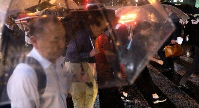 Japoneses se preparam para chegada do poderoso tufão Hagibis