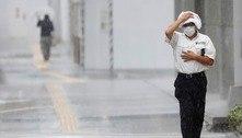 Tufão causa chuvas torrenciais e fortes rajadas de vento no Japão