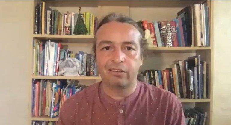 Em entrevista exclusiva à BBC News Brasil, Tulio de Oliveira diz que novas variantes detectadas na África do Sul e no Reino Unido são mais transmissíveis, mas, por enquanto, não se sabe se mais letais