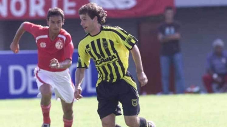 Túlio Maravilha - Posição: atacante - Times em que jogou: Vitória e Santa Cruz