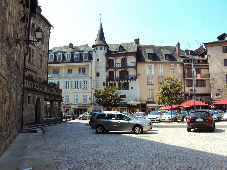 França: Mãe que prendeu filha no porta-malas será julgada