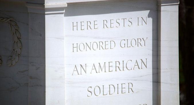 Tumba do Soldado Desconhecido homenageia soldados mortos em combates