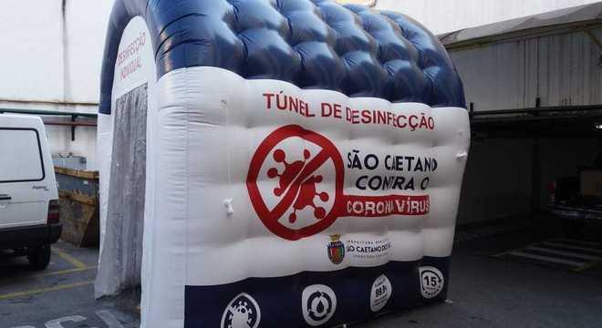 Prefeitura de São Caetano cria túneis de desinfecção para população