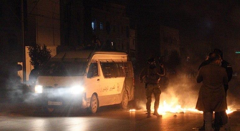 Segundo o Ministério do Interior, 632 pessoas foram detidas na Tunísia no domingo (17)