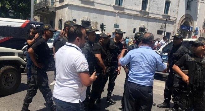Resultado de imagem para Tunísia: Um morto e vários feridos em ataques bombistas que tinham como alvo a polícia