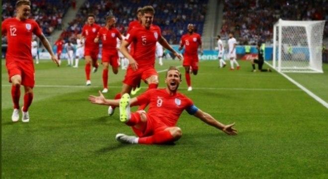 Harry Kane foi o herói da Inglaterra contra a Tunísia, com dois gols marcados