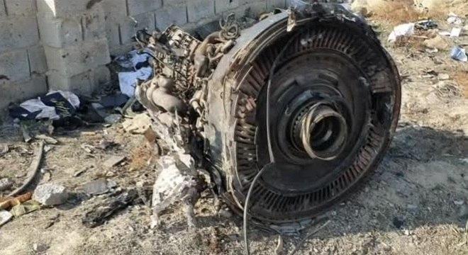 Turbina de avião abatido por míssil no Irã