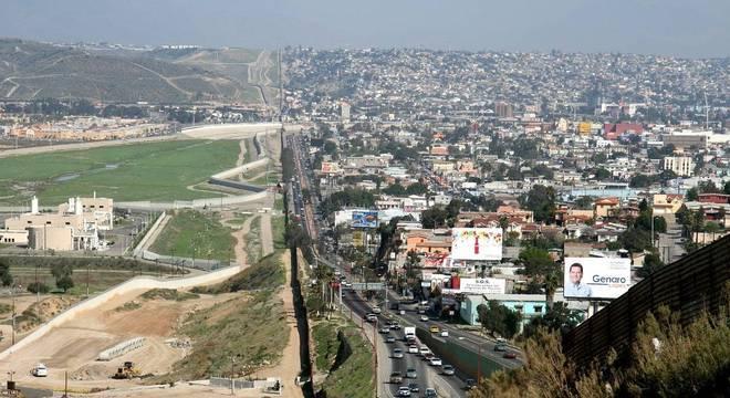 Esquema utiliza crianças e adolescentes para cruzar fronteira com o México