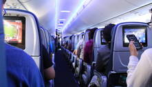 Pelo menos 53 pessoas testam positivo para covid-19 após voo