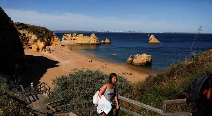 França pede para cidadãos não passarem férias em Portugal e Espanha
