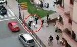 A cena lamentável foi registrada por testemunhas no centro da cidade espanhola deCangas de Onís