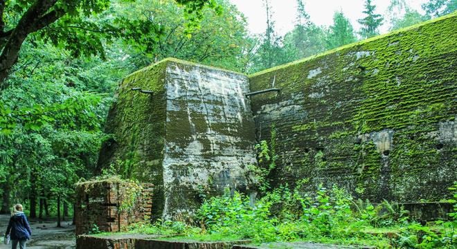 O concreto armado era tão forte que algumas estruturas sobreviveram a tentativas anteriores de demolição