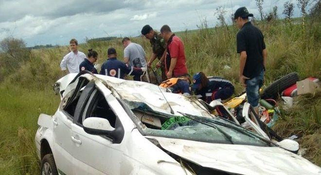 Turistas argentinos se ferem em acidente na BR 290 Crédito: Polícia Rodoviária Federal / Divulgação / CP