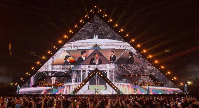 Super produção chama atenção na turnê 'Amigos 20 Anos'