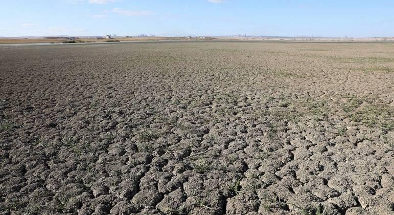 A seca na Turquia acabou com o reservatório da represa de Sel Kapani, perto de Ancara