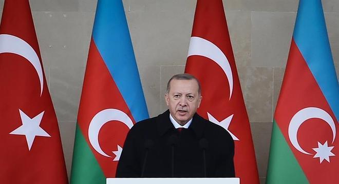 Erdogan criticou interferência de Macron no conflito entre Azerbaijão e Armênia