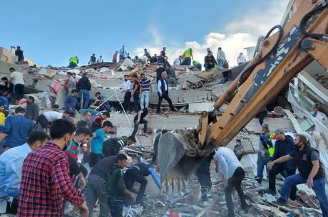 Terremoto atingiu Esmirna, na Turquia, nesta sexta