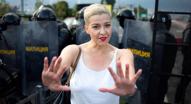 Maria Kolesnikova rasgou o passaporte para não ser deportada para a Ucrânia