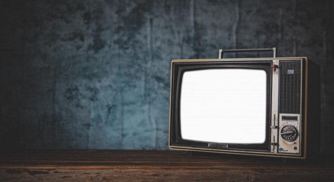 Homem ligava a TV diariamente às 7h