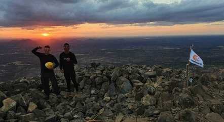 e Olinto Bezerra, no ponto mais alto do Pico do Cabugi