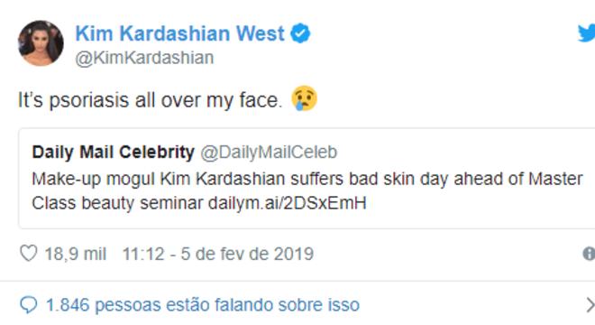 'É psoríase em todo o meu rosto', explicou Kim Kardashian ao ser criticada por 'pele ruim'
