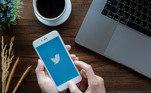 Não faça login em certas redes sociaisEm algumas plataformas, como o Twitter e o TikTok, é possível visualizar oconteúdo sem estar logado. Ao optar por não fazer o login, você deixa de exibiruma grande quantidade de dados que poderiam potencialmente ser coletados, comoa jornada do usuário pela rede, incluindo o conteúdo que você pesquisa einterage e os anúncios nos quais você clica