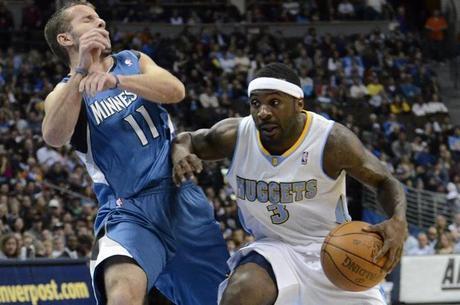 Ty Lawson (dir.) já atuou na NBA