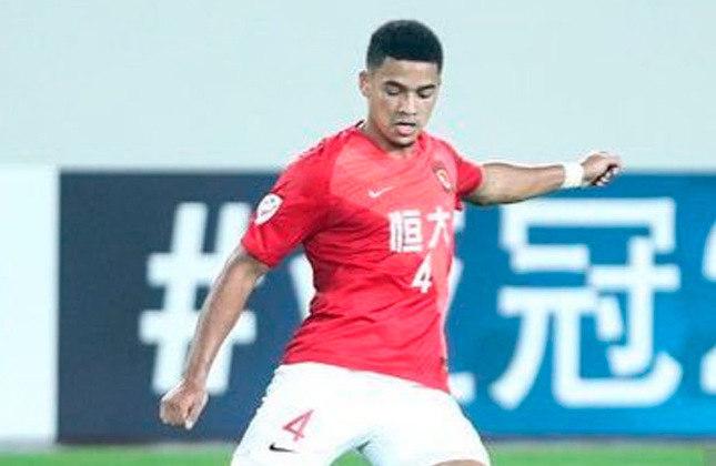Tyias Browning - Posição: Zagueiro - Idade: 27 anos - Nacionalidade: Inglês naturalizado chinês - Período no Guangzhou FC: 09/07/2019 até atualmente - Desempenho pelo Guangzhou FC: 48 jogos - Contrato com o Guangzhou FC até: 31/01/2024