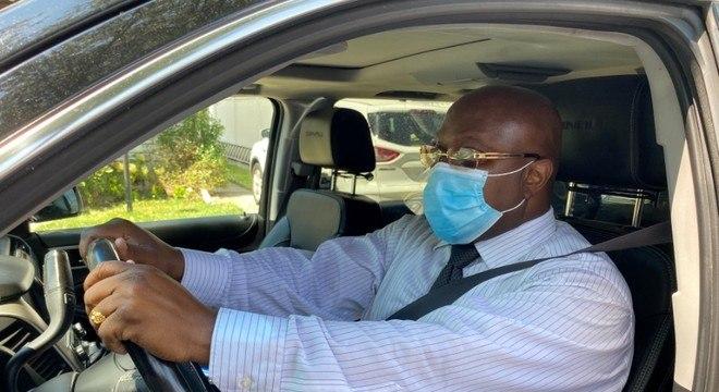 Motoristas de Uber poderão reportar passageiros que estejam sem máscara