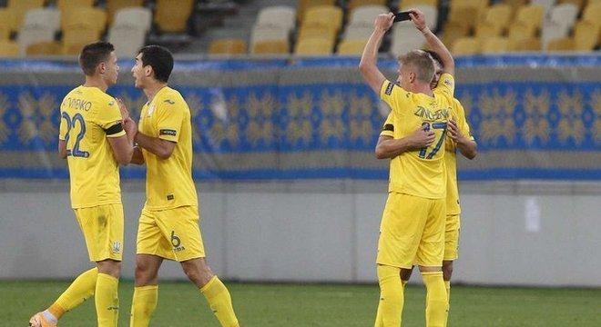 A celebração do gol de Zinchenko