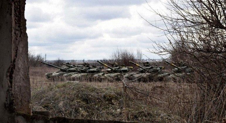 A Ucrânia também reforçou o efetivo de tanques no Donbass, na fronteira com a Rússia