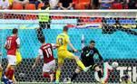 O gol dos austríacos saiu durante o primeiro tempo. Após cobrança de escanteio executada por Alaba, o atacante Baumgartner empurrou de perna esquerda pro fundo do gol