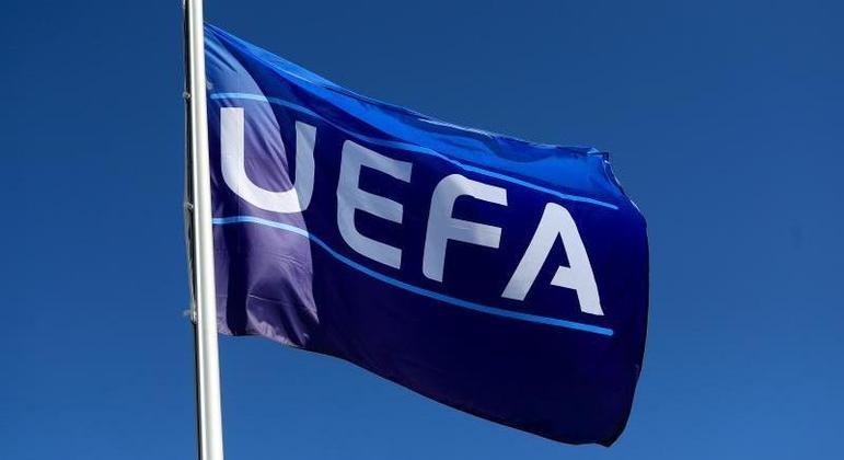 Uma das bandeiras da UEFA