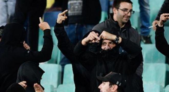 Uefa puniu a federação búlgara razão dos atos discriminatórios de torcedores búlgaros na derrota para a Inglaterra por 6x0, no último dia 14