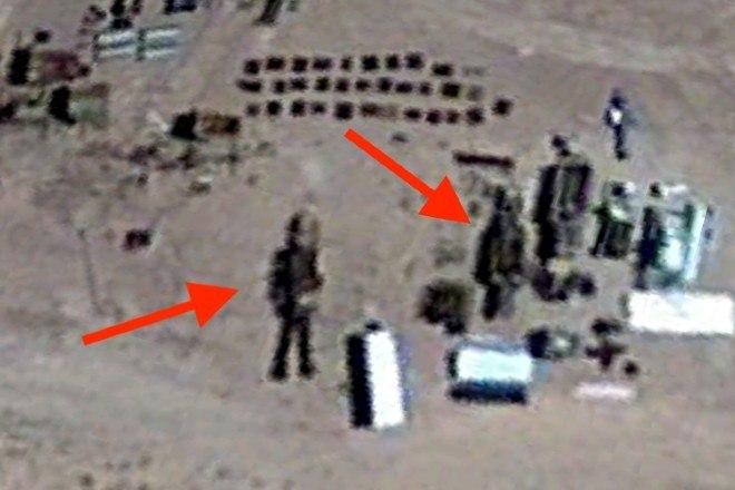 O especialista tem duas hipóteses: 'Talvez algum soldado daForça Aérea dos Estados Unidos há anos brinque com isso'