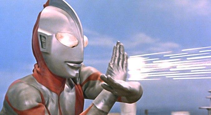 Ultraman em cena clássica de sua série de TV da década de 1960