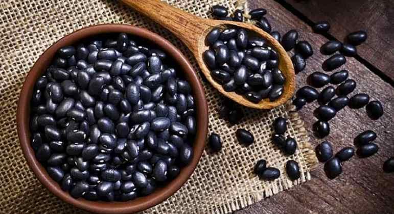 Um alimento que estamos mais do que acostumados a comer ( e que faz uma grande dupla com o arroz no prato). É repleto de fibras e ferro e possui boas quantidades de proteína, magnésio e zinco.