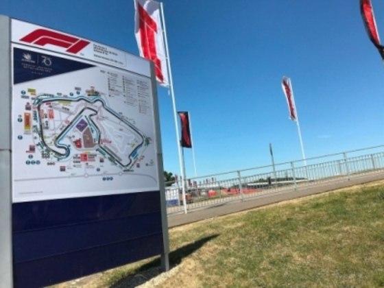 Um calendário da F1 com uma rodada dupla na Áustria e Grã-Bretanha pareceu ser uma boa opção no começo da semana passada depois que rumores surgiram. Mas o ex-piloto de F1 Derek Warwick, presidente do British Racing Drivers Clube, acredita que o GP britânico será adiado.