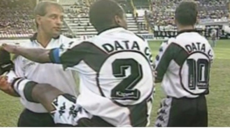 Um clássico entre Vasco e Botafogo em 1997 foi marcado por uma situação insólita: as duas equipes estavam com a mesma cor de calção. O árbitro Ubiraci Damásio pediu que o visitante mudasse a cor do calção, mas os botafoguenses não levaram outra opção. Do lado vascaíno, o vice de futebol, Eurico Miranda, se recusava a trocar o uniforme da equipe. Passaram-se 45 minutos até que o mandatário Antônio Soares Calçada cedesse e o Cruz-Maltino utilizasse uniforme todo branco. Em campo, deu Botafogo: 2 a 1.