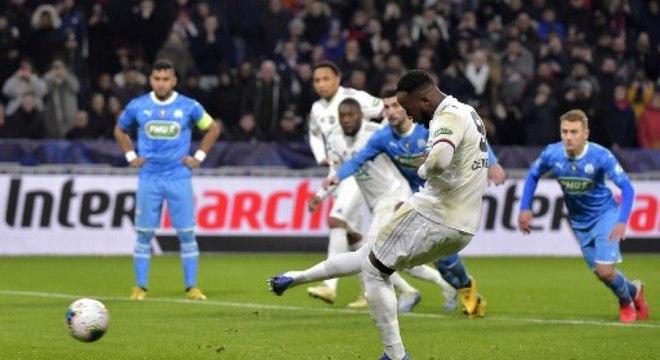 Um dos artilheiros do campeonato francês, Moussa Dembelé, do Lyon, tem sido acompanhado de perto pelos olheiros do Manchester United. Em grande fase, é improvável que o centroavante permaneça na França na próxima temporada.