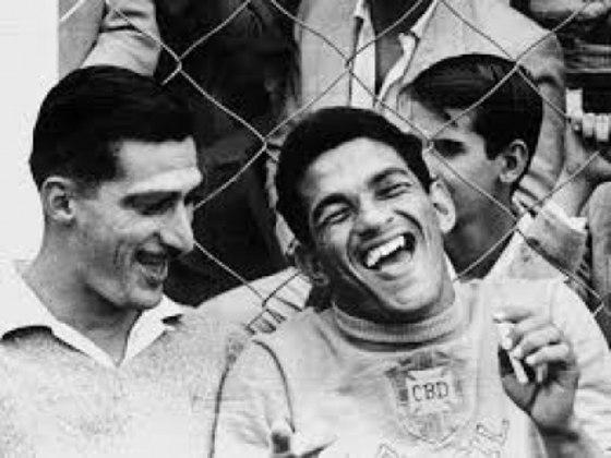 Um dos casos mais conhecidos de gastos exagerados e falência é o de Garrincha. Ídolo do Botafogo, o campeão mundial acabou gastando todo seu dinheiro com festas e álcool.
