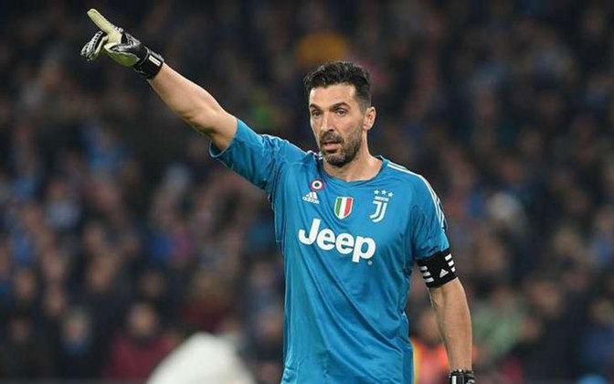 Um dos maiores goleiros da história do futebol mundial, Buffon está na Juventus com 42 anos de idade. É um dos líderes do elenco italiano